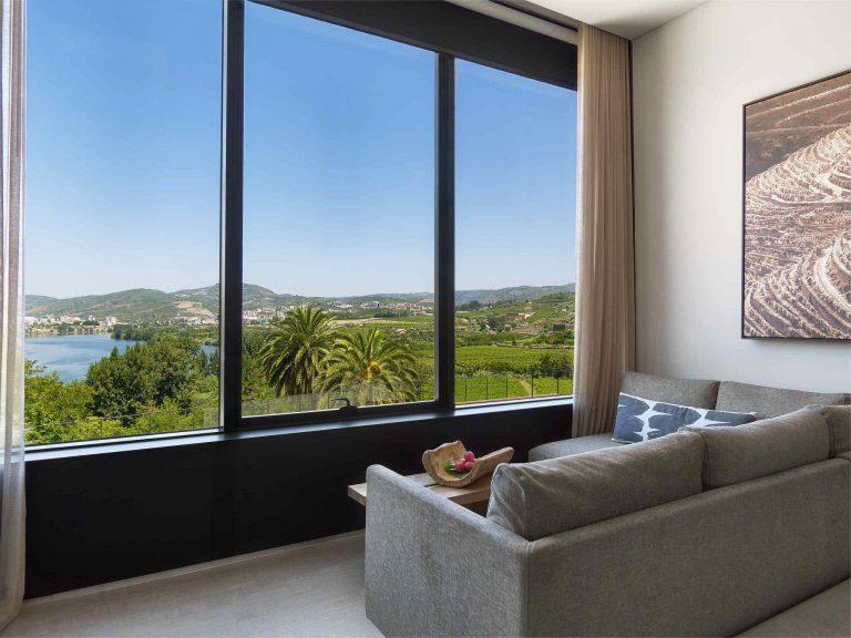 Douro_Valley_Quinta_River2