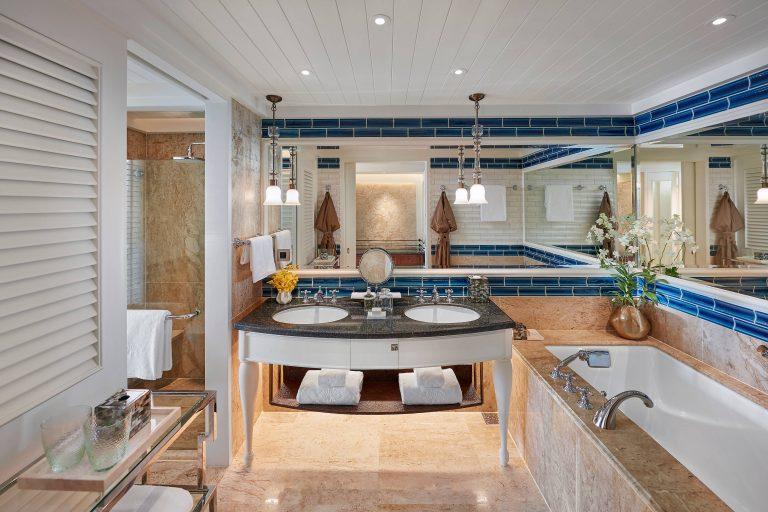 Mandarin_Oriental_bangkok-19-deluxe-premier-bedroom-bathroom-1