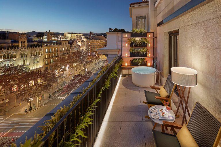 Mandarin_Oriental_barcelona-suite-terrace-suite-balcony-01