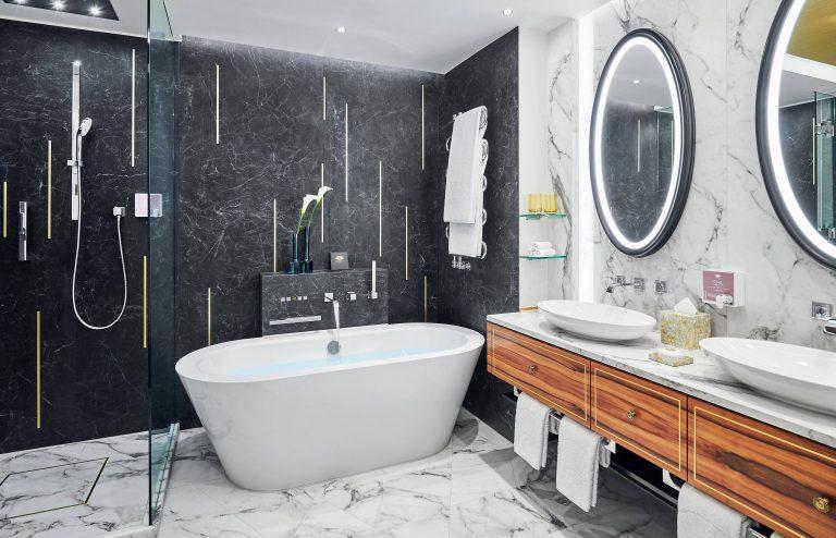 Mandarin_Oriental_munich-suite-deluxe-junior-suite-bathroom