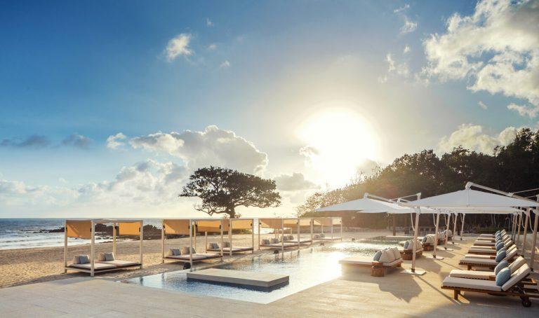 allgemein_oneamponlydesarucoast-emberbeachclub-pool-beach