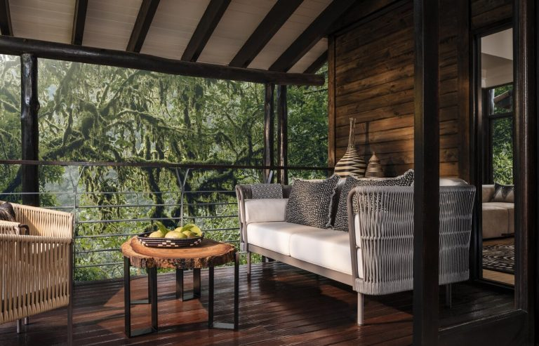 zimmer_oo-nyungwehouse-accommodation-suite-balcony-wide-0261-master-219250