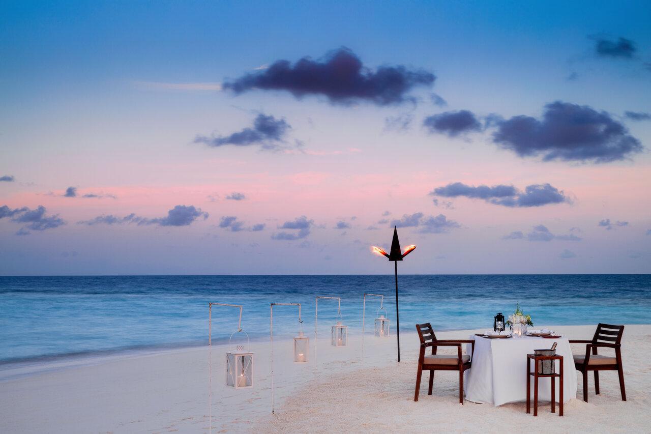 One_and Only_beach_sandbank_dinner_twilight_4087_master